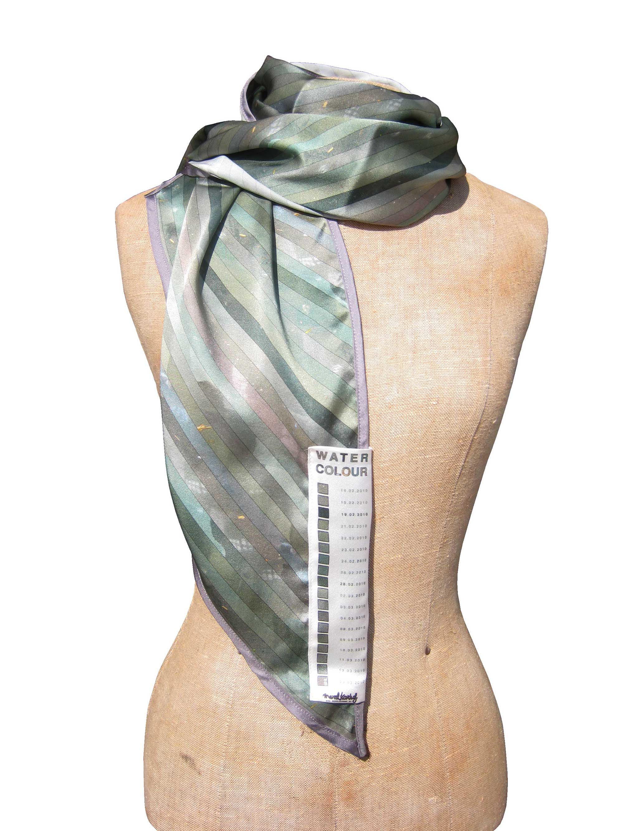 water-colour-scarf_long_merel-karhof01